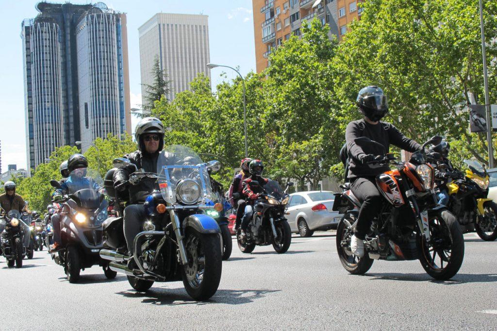MOTORISTAS DE BARCELONA Y MADRID SE TOMAN LA CALLE POR TRATO MÁS JUSTO A LA MOTO
