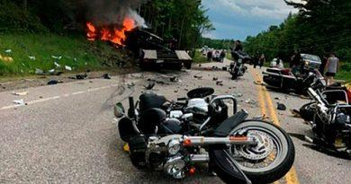 7 MOTOCICLISTAS MUEREN ARROLLADOS POR UN CAMIÓN EN USA