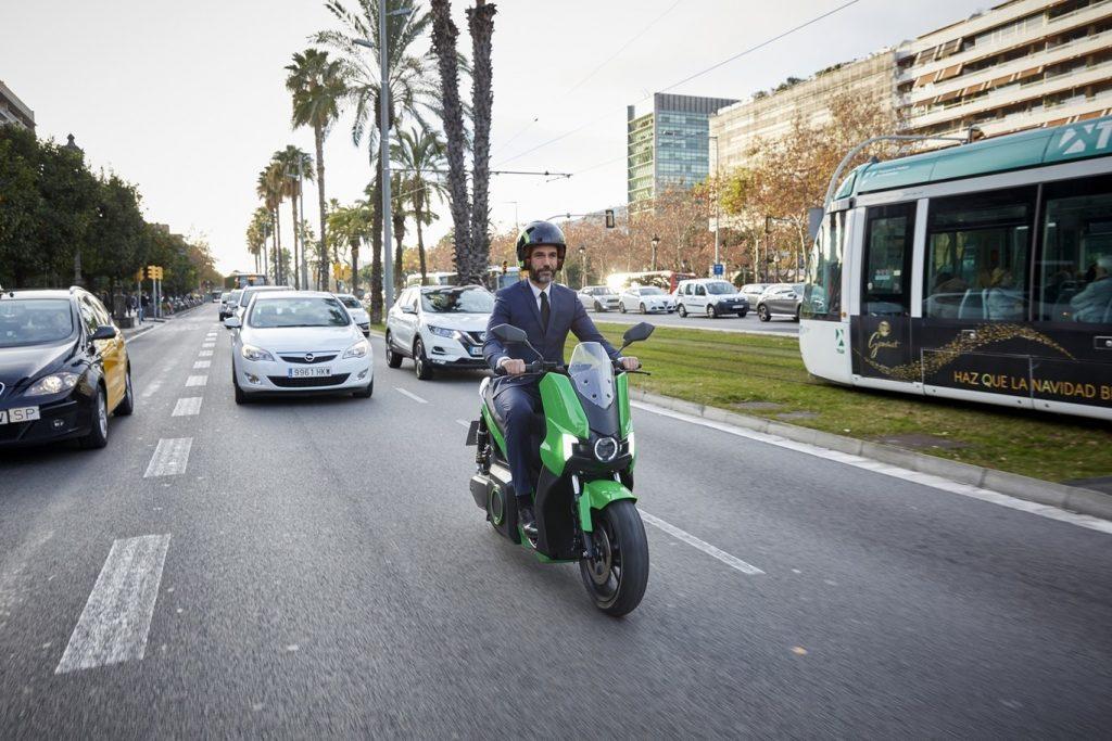 COVID19 : EL SCOOTER URBANO LE GANA TERRENO A LAS BICIS EN LA «DESESCALADA» ESPAÑOLA
